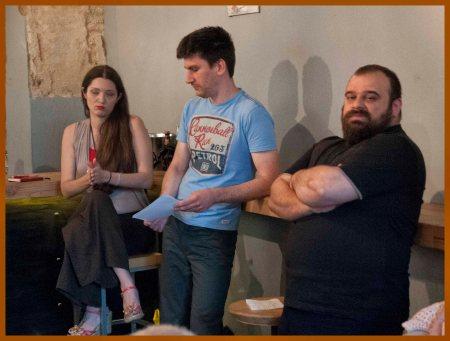 Από αριστερά, η σεναριογράφος κόμικς Βέρα Καρτάλου, ο σχεδιαστής Παναγιώτης Τσαούσης και ο συγγραφέας, μεταφραστής και μέλος του Comicdom Ανδρέας Μιχαηλίδης.