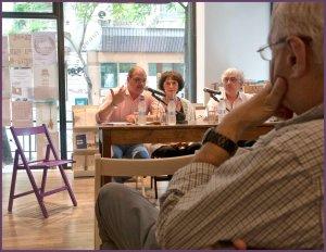Από αριστερά ο συγγραφέας και δημοσιογράφος Γιάννης Ράγκος, που συντόνισε τη συζήτηση, η ηθοποιός, καθηγήτρια ορθοφωνίας και ραδιοφωνική παραγωγός Αντέλα Μέρμηγκα και ο σκηνοθέτης Γιώργος Οικονόμου.