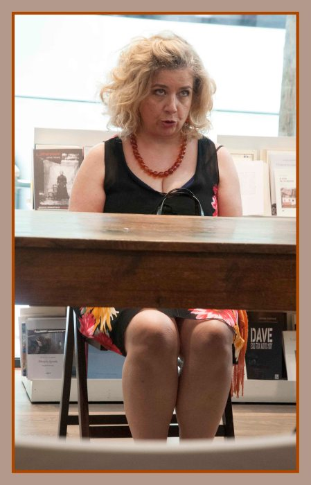 Η ηθοποιός Άσπα Κυρίμη παρουσιάζει τον αστυνομικό θεατρικό μονόλο της Αγγλίδας συγγραφέως Jan Devlin