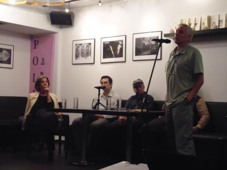 Ο Άρης μαραγκόπουλος (κεδόσεις Τόπος) προλογίζει την εκδήλωση.