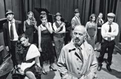 """Ο θίασος της παράστασης """"Έγκλημα στα παρασκήνια"""", που παρουσιάστηκε στις αρχές του 2013"""