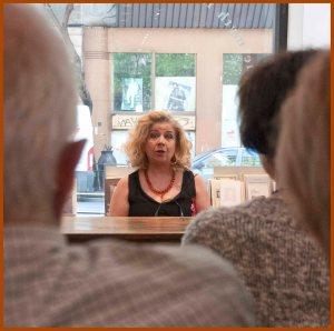 Η Άσπα Κυρίμη ερμηνεύει τον πρωτότυπο αστυνομικό θεατρικό μονόλογο «Ζήτημα βαρύτητας» της Αγγλίδας συγγραφέως Jan Devlin,
